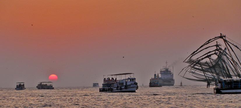 Explore Kerala Package 5 Nights/ 6days, Cochin-Kumarakom-Alappuzha-Kovalam