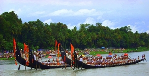Traditional Kerala Tour Package 06 Nights/ 07days, Munnar - Thekkady - Kumarakom - Alappuzha